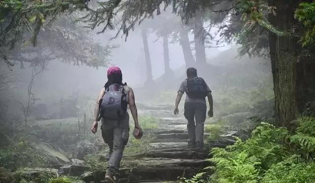 不同路面徒步穿越技巧 及装备选择