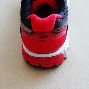 Brooks   GHOST 8 次顶级缓震系跑鞋。